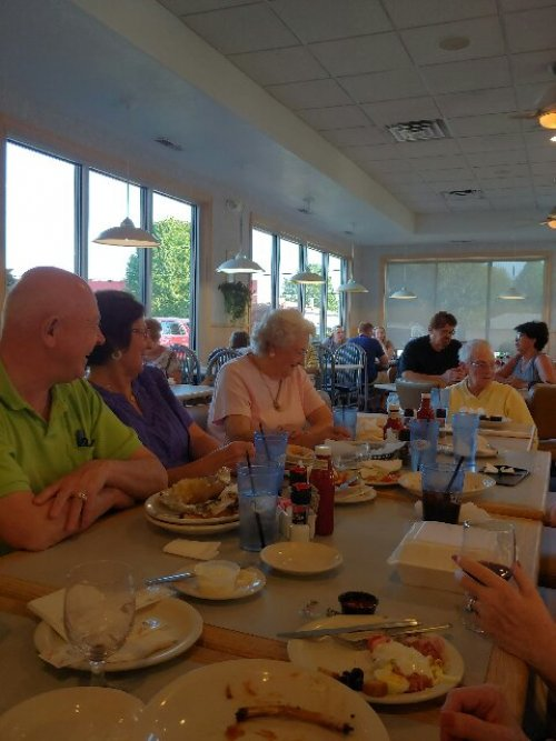 We had a great turnout for the monthly birthday dinner outing in August. The group chose to dine at Tony's this month.