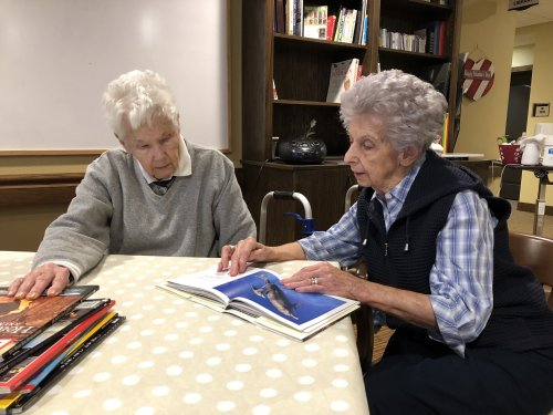 Ruth and Frankie love reading.