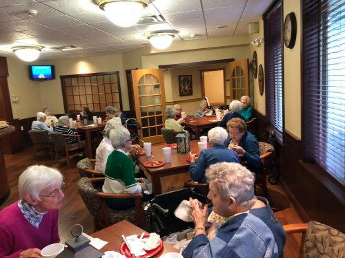Over 20 ladies gathered for pizza in the pub. This pizza night is always a hit!