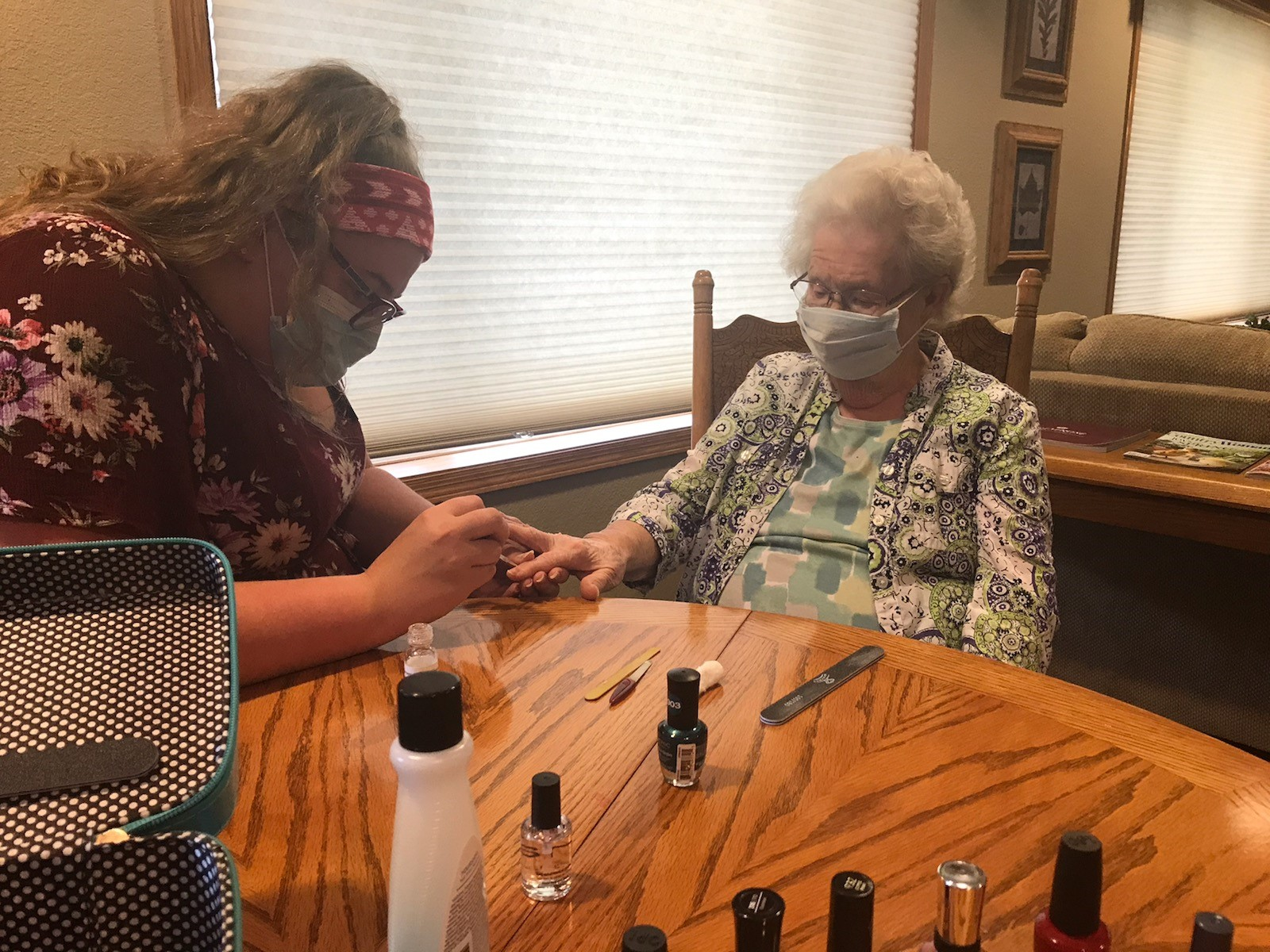 Mary gives Marlyss a little manicure! This is living!