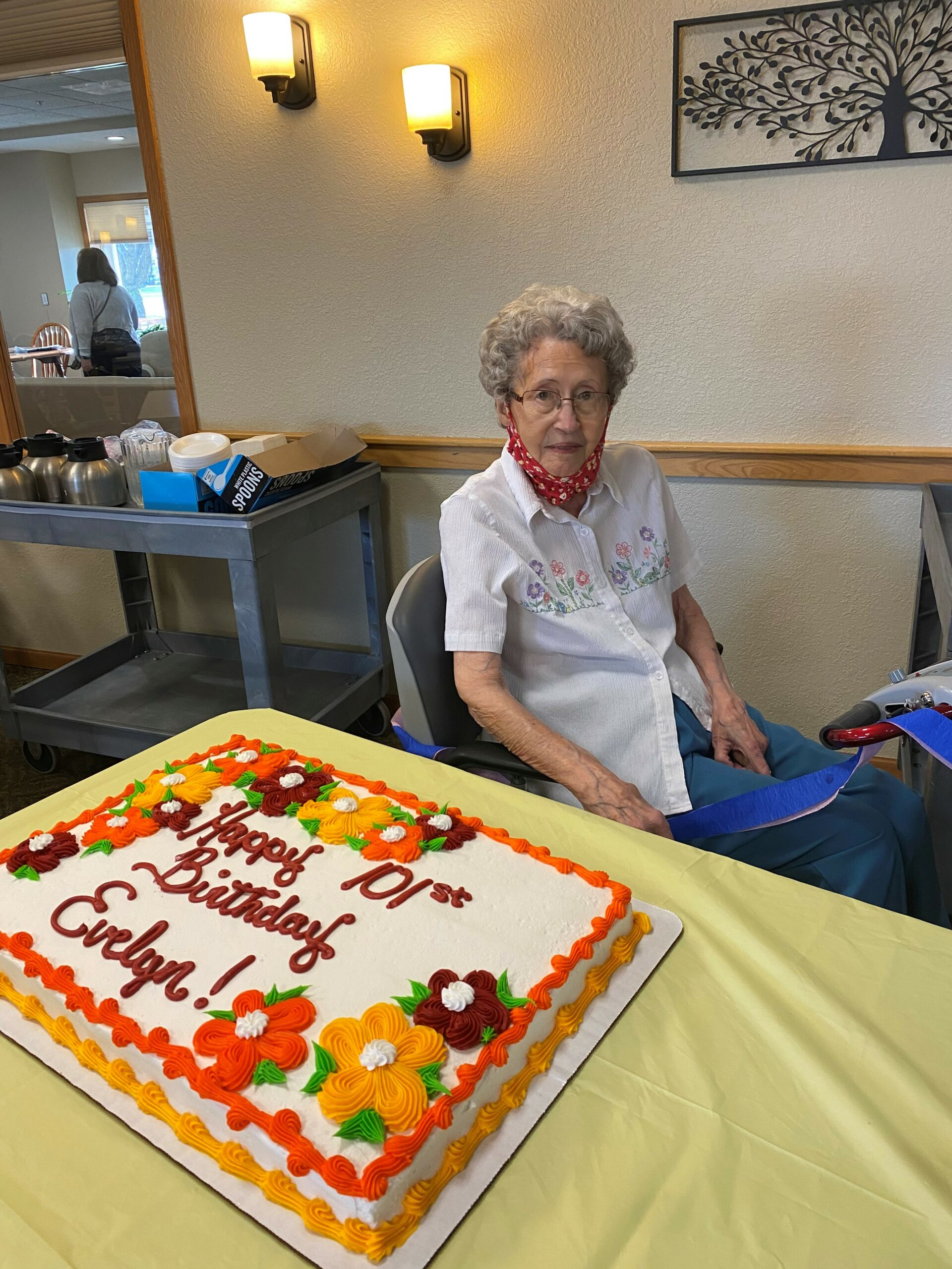 It doesn't happen every day that Evelyn turns 101, so ,of course we celebrate with cake & ice cream!