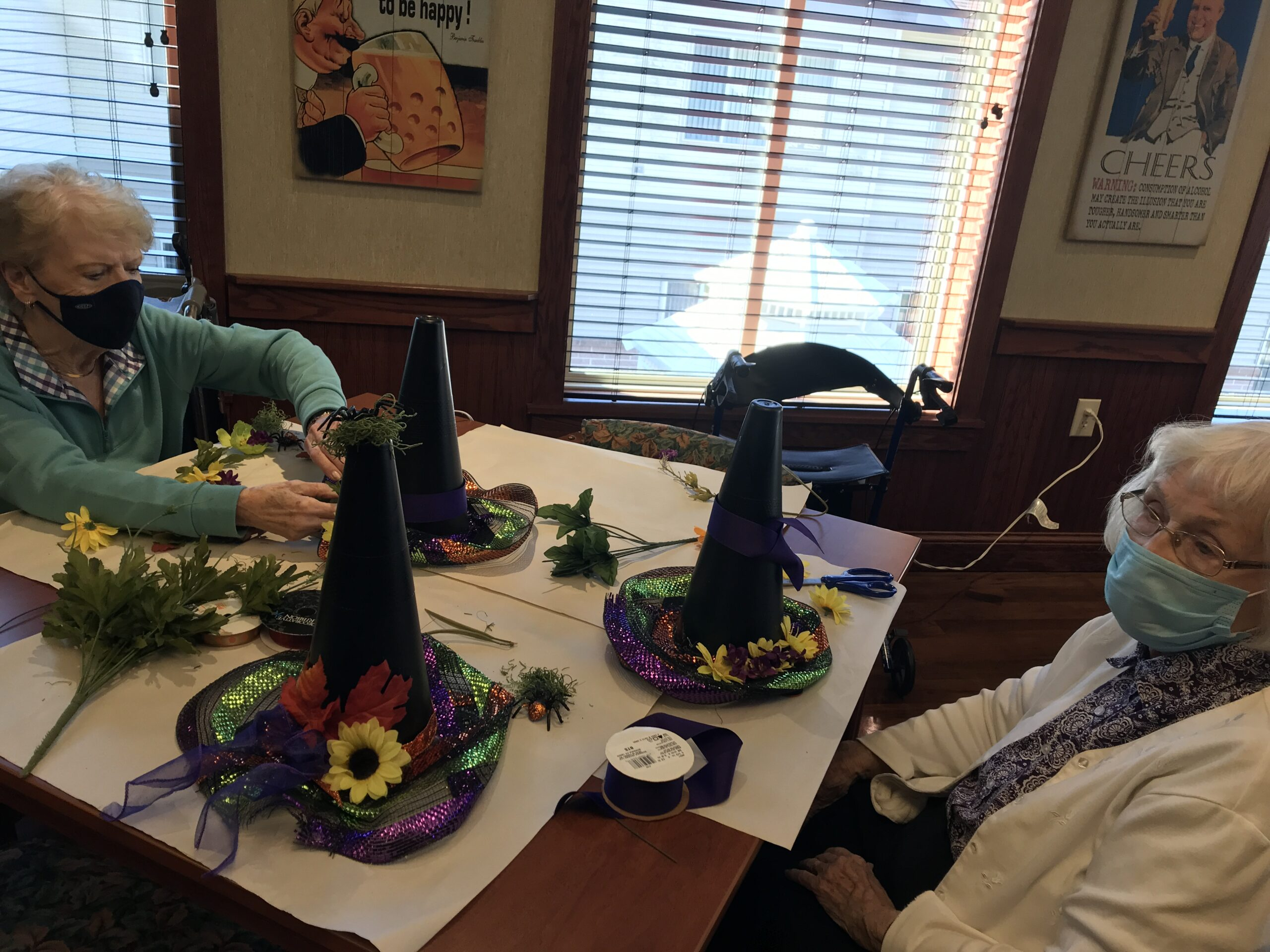 Mansfield, Ohio making a Halloween/ fall craft