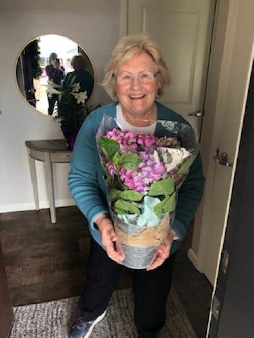 Even our Villa residents were able to get some nice flowers just in time for Easter!