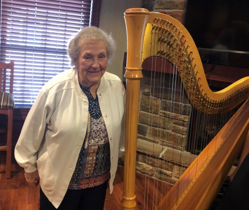 Look at that harp!