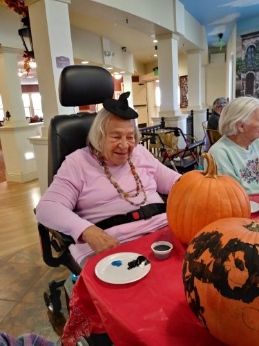 Dorthey got into the mood with her little witches hat. Painting pumpkins is scary!