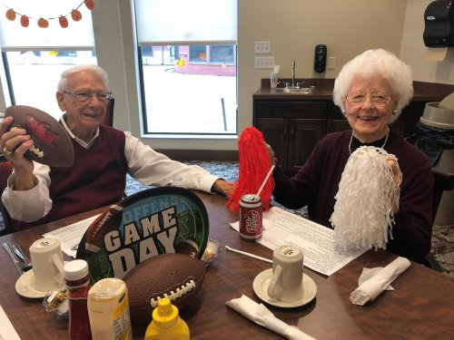 On October 25th, Circle of Life Hospice provided a very fun Tailgate Lunch with grilled burgers, tailgate decor, college fight songs, and lots of desserts! Len and Dawn had fun cheering on the Hogs!