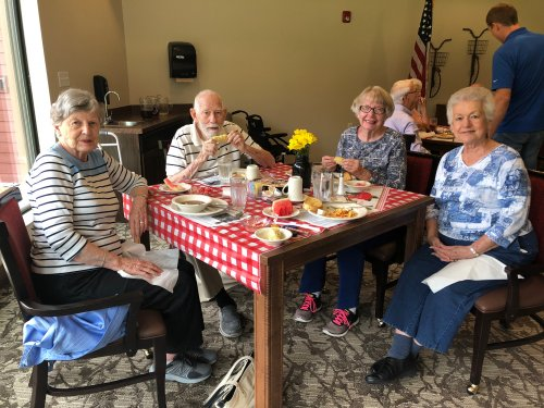 On August 23rd, Primrose celebrated National Farmer's Market Month with a Farmer's Market themed luncheon! Residents dined on a fresh lunch of Tomato, Onion, and Cucumber Salad, Fresh Zucchini and Squash, Fresh Homemade Breads, Corn on the Cob, Peaches, Watermelon from local produce stands!