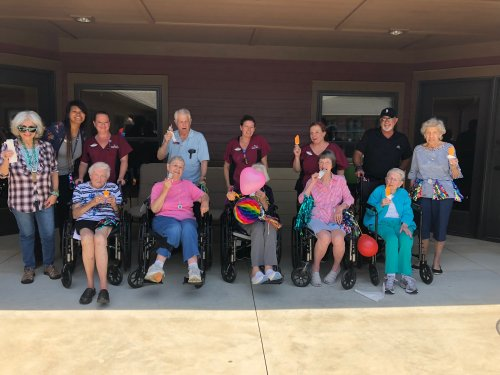 To celebrate the Alzheimer's Association's event The Longest Day, we held a Primrose Pet Show where residents could vote on their favorite dog or cat then we did a celebration parade with residents and staff decked out in sparkly decorations. We finished in the courtyard with some yummy popsicles!