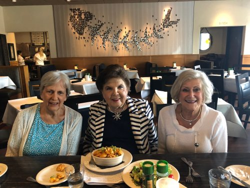 Our lovely villa ladies enjoyed a delicious lunch at Bonefish Grill to celebrate friendship, good seafood, and a beautiful day!
