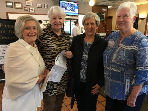 Our villa ladies headed out to lunch at Susan's Café for a delicious brunch!