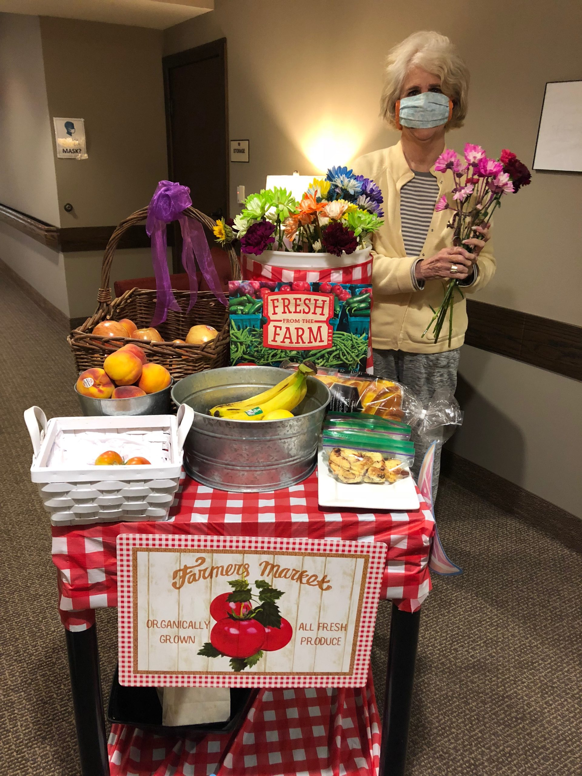 Gayle chooses colorful flowers and fresh produce from the Farmer's Market Cart! Residents were treated to a delicious lunch using local fruits and vegetables for a Farmer's Market themed day!