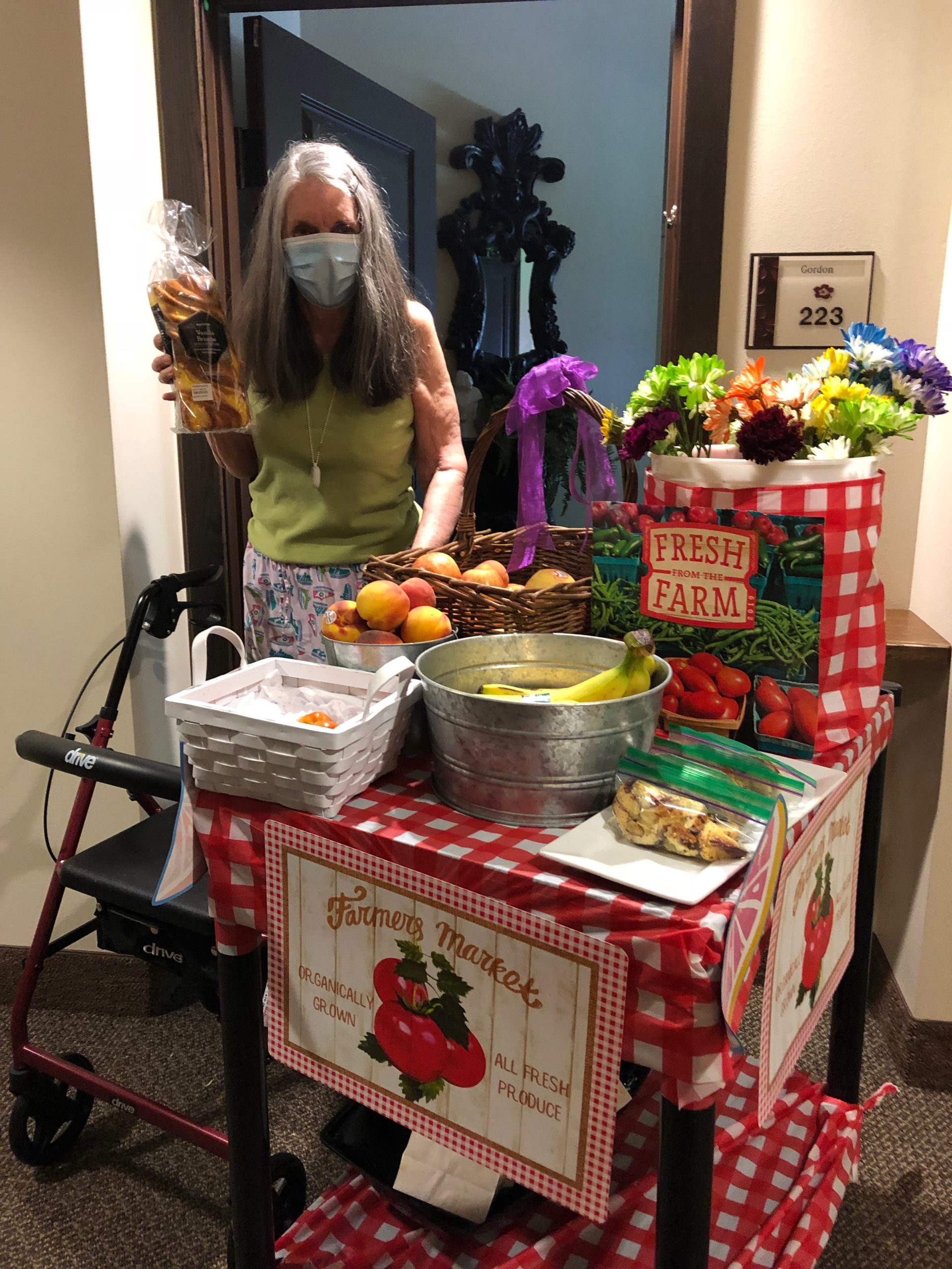 Rosemarie chooses colorful flowers and fresh produce from the Farmer's Market Cart! Residents were treated to a delicious lunch using local fruits and vegetables for a Farmer's Market themed day!