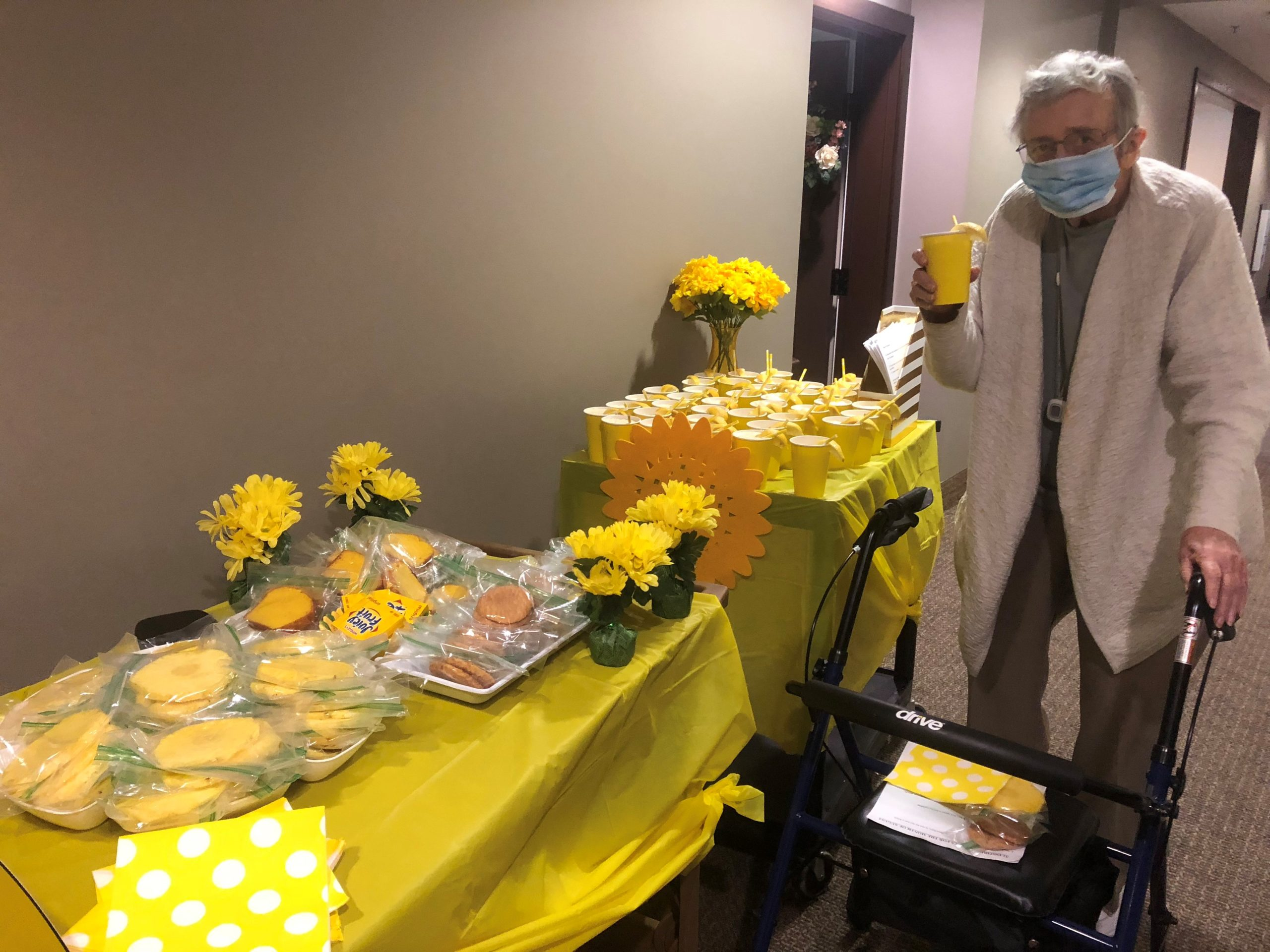 Lois is visited by a weekly surprise cart that had a Sunshine Theme! Residents were treated to Lemonade Frostys, Fresh Pineapple, Lemon Cake, Snickerdoodle Cookies, and Fun Sunshine Songs!