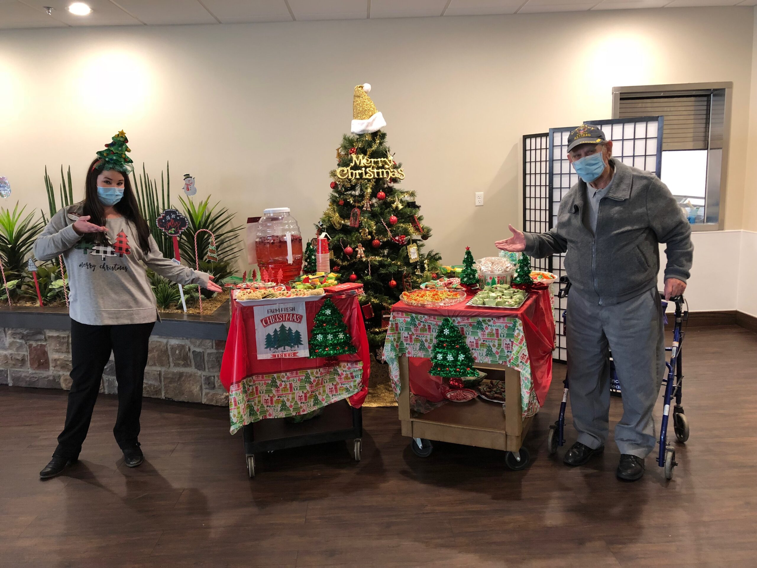 O' Christmas Tree Snack Cart- In Celebration of Christmas Tree Week Residents were treated to a snack cart full of Christmas Tree style desserts and music!