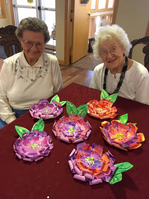 Wow!  Leora and Dee made some beautiful flowers in crafts!