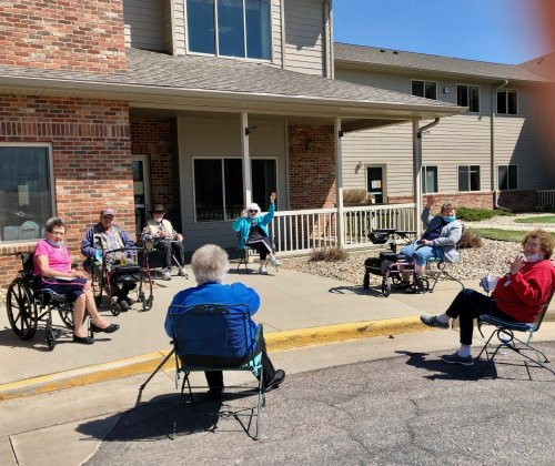 Residents at Sioux Falls Primrose are finally enjoying some warm weather!