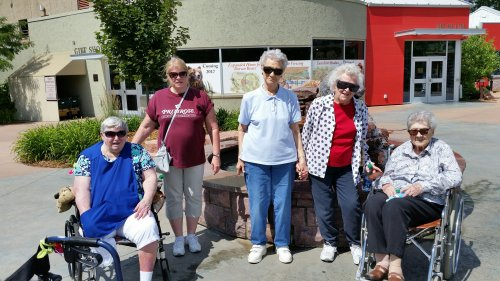 Some of our residents took a trip to the Sioux Falls zoo.  We had a great day!