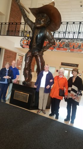 Residents with a statue of Pistol Pete in Gallagher-Iba Arena.